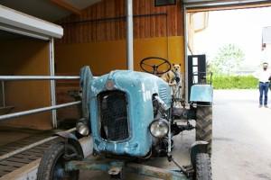 Neubauers Stadtstall Traktor